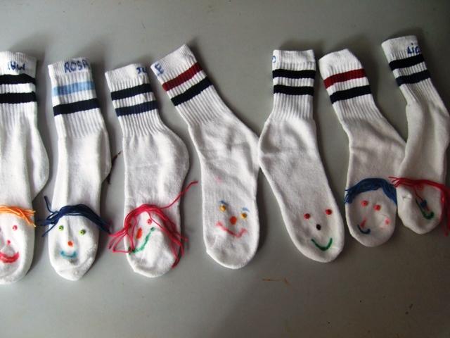 Chaussettes marionnettes | Je confie mon enfant -